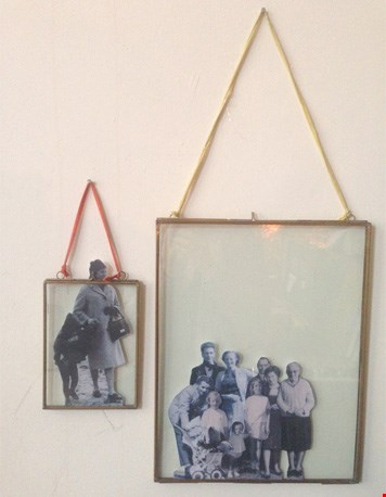 Overal in huis: fotolijstjes met familiefoto's