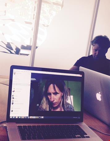 Skypen en brainstormen met de webbouwers