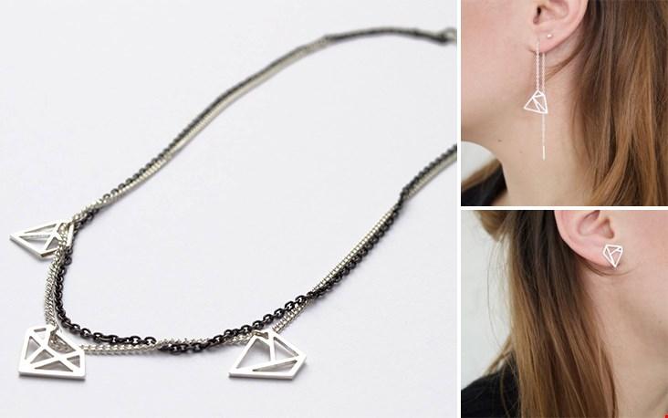 Ketting met drie diamantvormen en de prachtige oorbellen