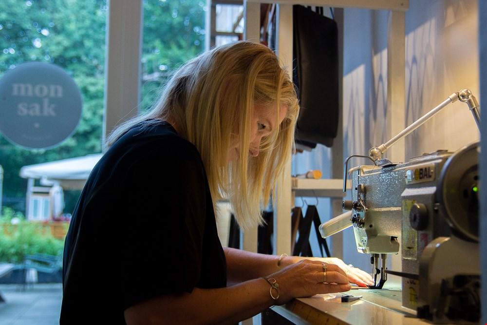 Leuk: naaien met een leermachine.