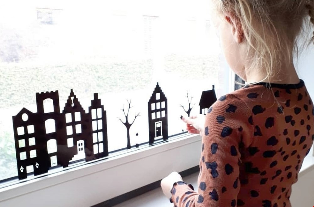Een raamstraatje versieren is top op met kinderen te doen!