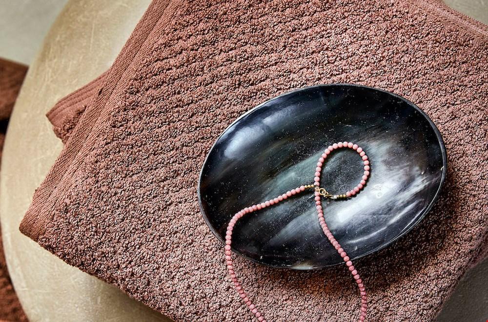 'Mud rose' handdoeken uit de Dots collectie