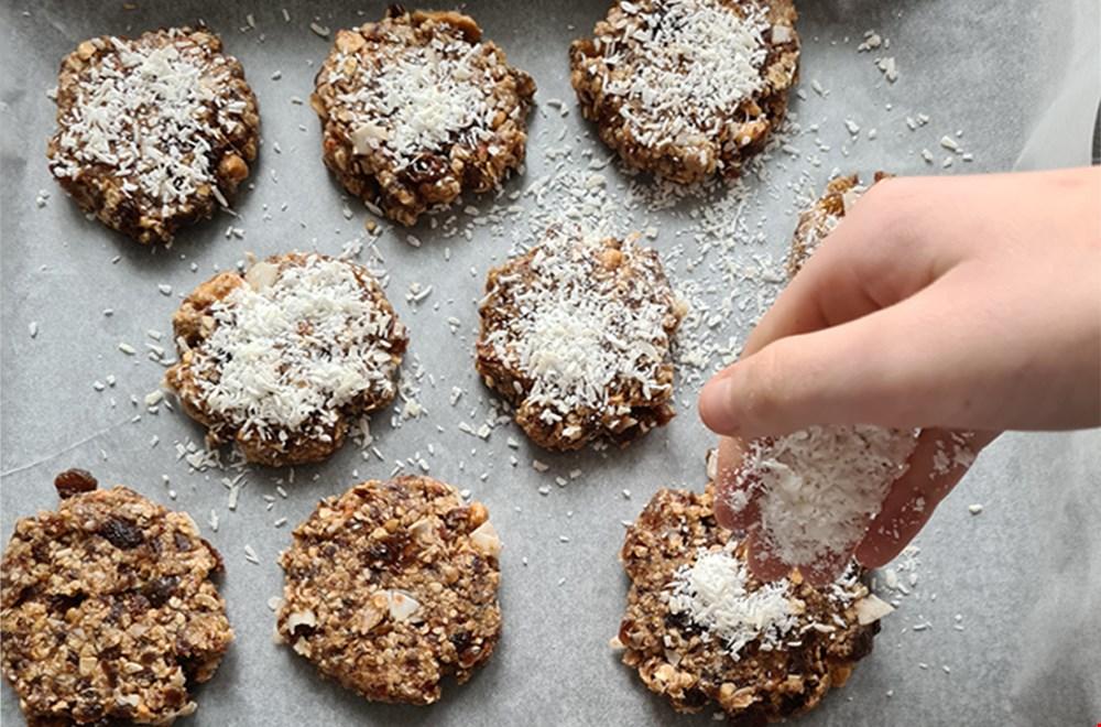 Finishinig touch: bestrooien met kokosrasp