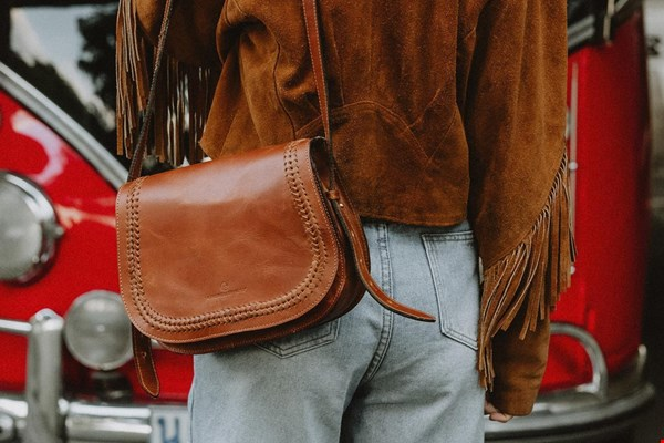 WIN een Saddle bag van eco-leer t.w.v. € 149,95 van The Kindreds!