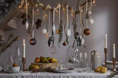 Kerstgroen en je favoriete versiersels boven je tijdens het eten!