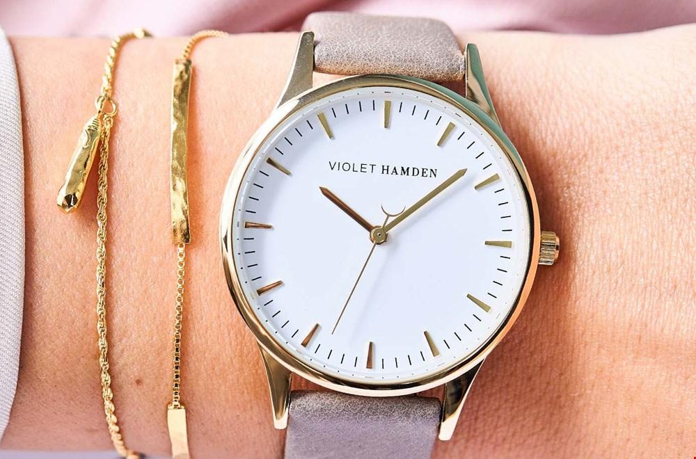 Horloge van Violet Hamden