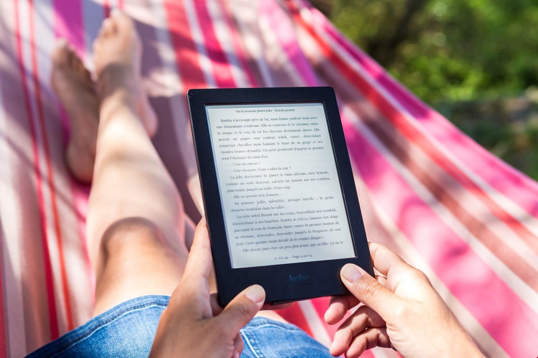 Heerlijk in de hangmat achter de e-reader