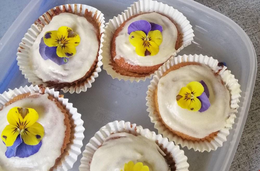 Cupcakes met eetbare bloemen