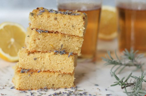 Mrs. Janet haar Blondie Lovely Lavender brownies
