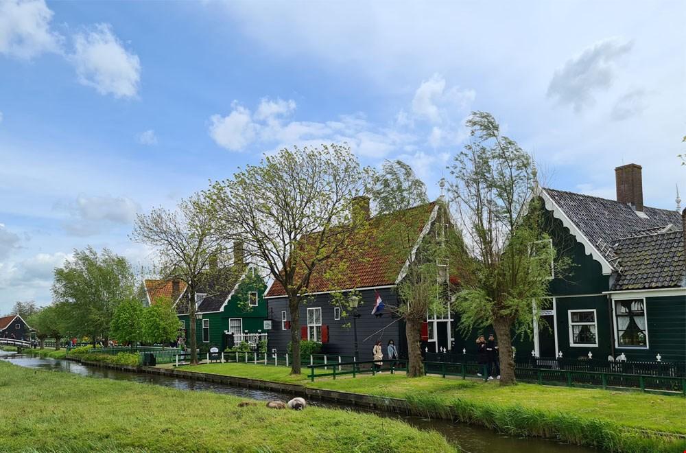 Mooie oude Zaanse huisjes op de Zaanse Schans