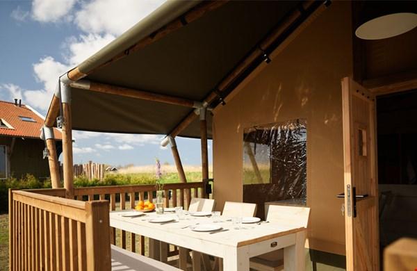 Glamping in een safari lodge van Dutchen's Erfgoedpark De Hoop in Uitgeest