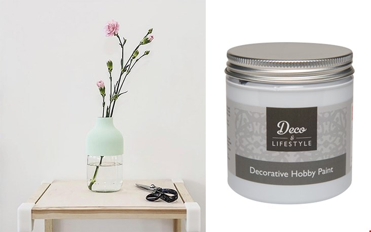 Decoandlifestyle.nl verkoopt kalkverf (dat betekent dat je niet hoeft te schuren etc, gewoon lekker kalken!); ik vond een gave kleur die ik testen op de kozijnen van mijn huis, wie weet ga ik dan meer bestellen - zin in!