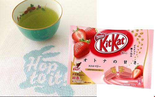 Een warm welkom bij Jet en Ingrid: een kopje groene (Japanse natuurlijk) thee met ... een Japanse Kitkat!