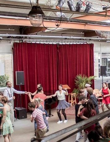 Op zondag dansen tijdens de Tea Dance