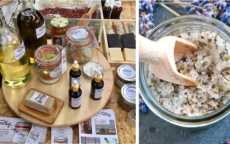 Diysoap.nl kon je gewoon niet voorbij lopen, Renate mixte ter plekke heerlijk geurende kruiden voor een fijne bodyscrup, ook voor mij dus!