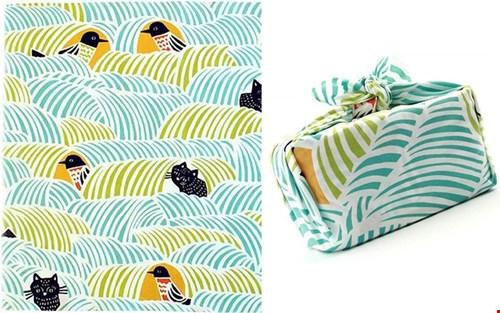 Jet en Ingrid verkopen alleen typisch Japanse producten zoals bijv. deze Japanse knoopdoek. Kun je heel makkelijk een tasje van vouwen of bijv. je bento in meenemen!