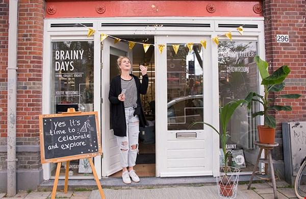 Let's celebrate! Vera voor haar winkel in Amsterdam