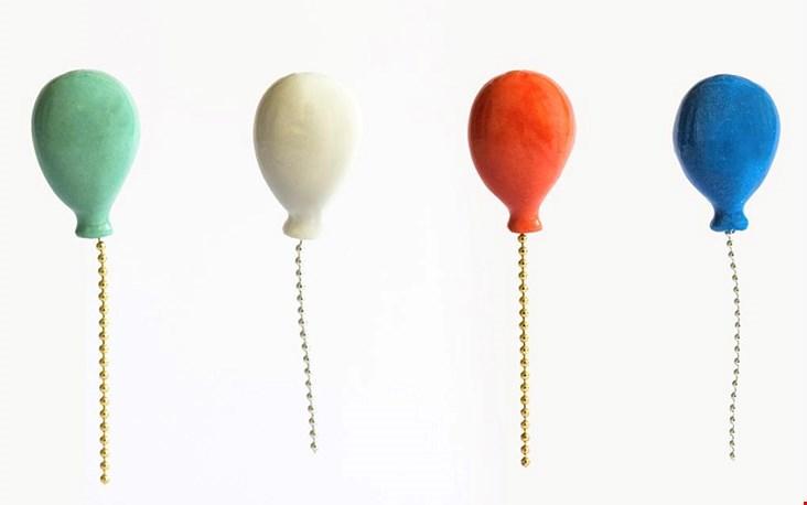 De ballonnen uit de serie PIN A PARTY zijn er in 4 kleuren maar als je er echt een feestje van wil maken... ook in het goud of zilver te bestellen!