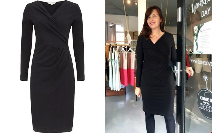 Martina showt een jurkje van de nieuwe collectie, dit jurkje is van People Tree .
