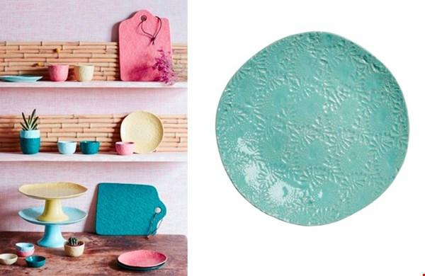 Schaaltjes, borden en mokjes in de kleuren: koraal, mint blauw, donkergroen en lime.