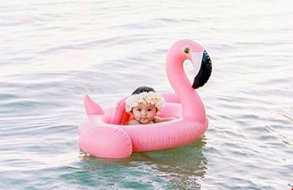 De zomerhit: een opblaasflamingo (voor je baby!)
