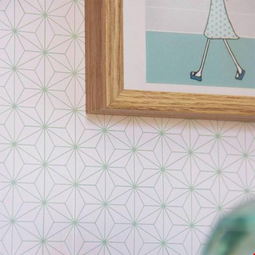 Okika illustratie op muur Flavourites
