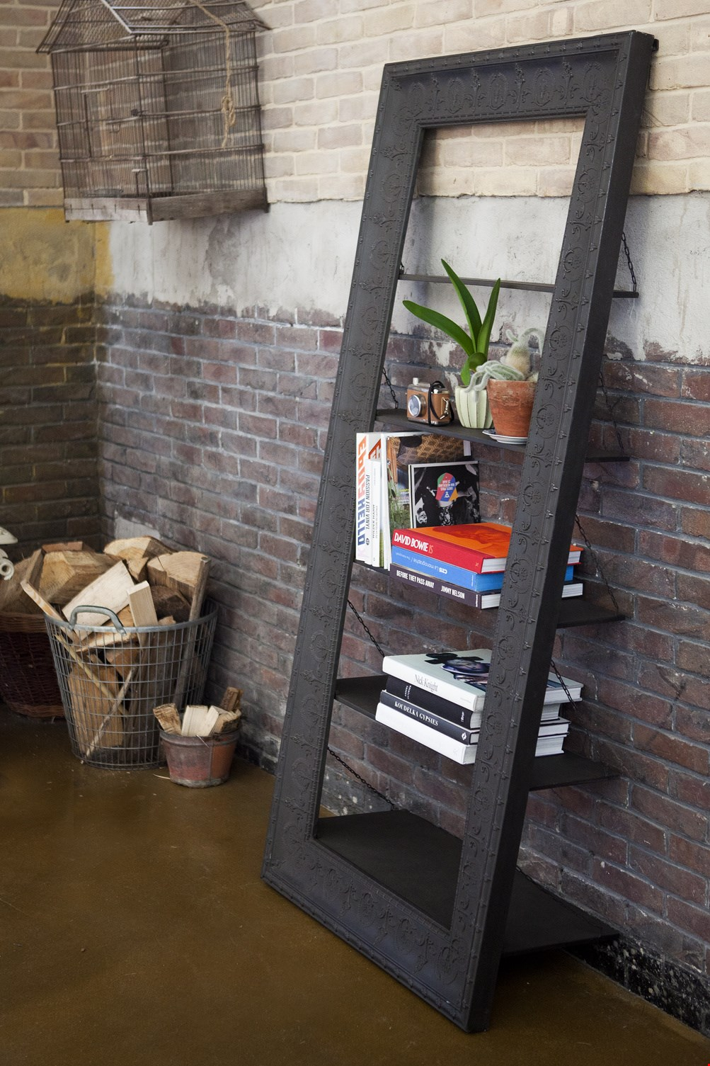 Schuin geplaatste boekenkast: leuk!