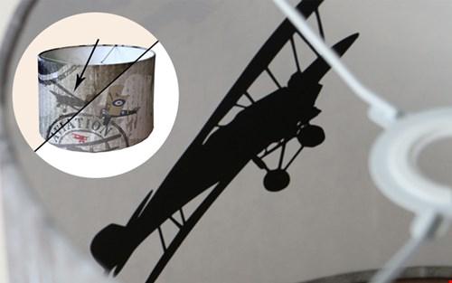 Als het licht aan gaat ontdek je het verdwenen vliegtuig, spannend!