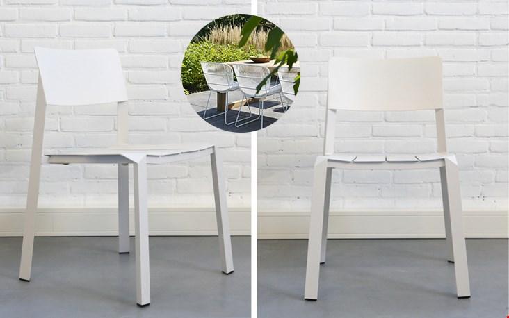 witte stoelen