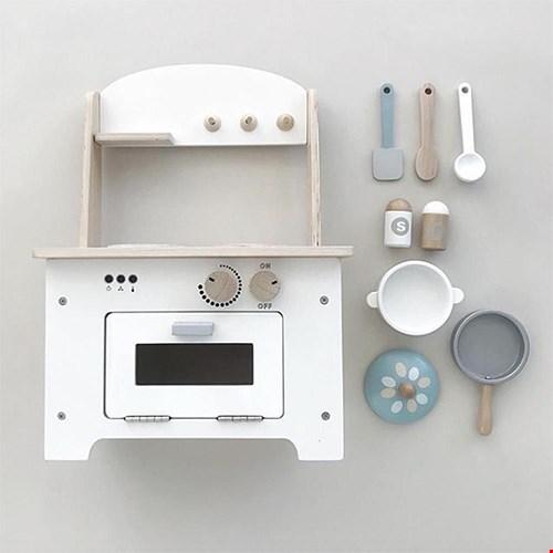 Heerlijk spelen met dit houten keukentje!