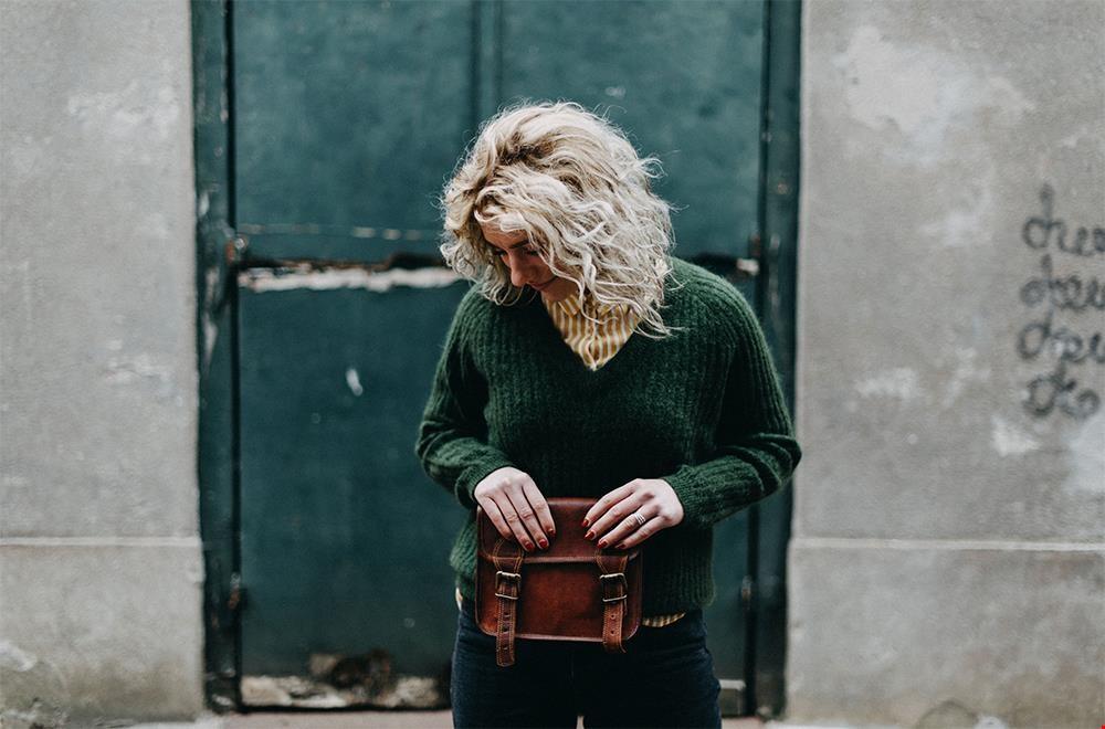 Een perfect model. Deze schoudertas is er in 't klein (€ 39,-) en groter (€ 59,-)
