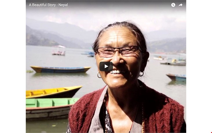 Bekijk het filmpje (link onderaan over het verhaal van A Beautiful Story in Nepal
