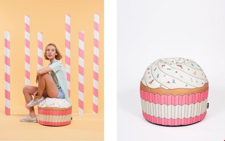 En cupcake-poef in roze.