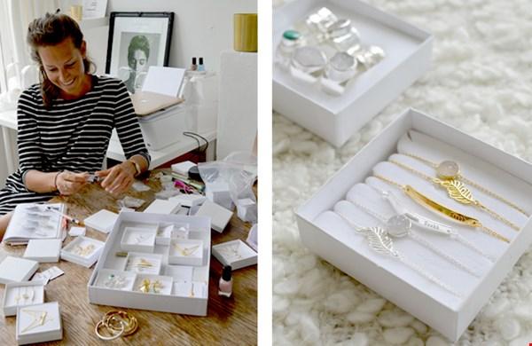 Ronja in haar appartement c.q. werkruimte