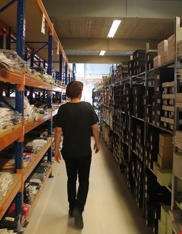 Peter in het magazijn