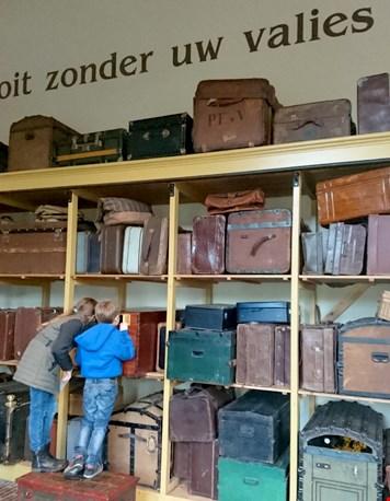 ...en de kast met koffers