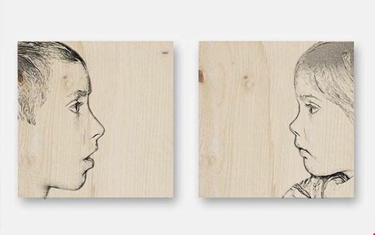 Herinneringen op hout, deze tekening maakt Lili van een door jou aangeleverde foto.