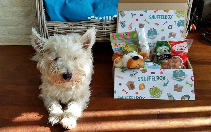 Kom op Coco, we maken even een mooie foto voor degene die dit pakket cadeau heeft gedaan...