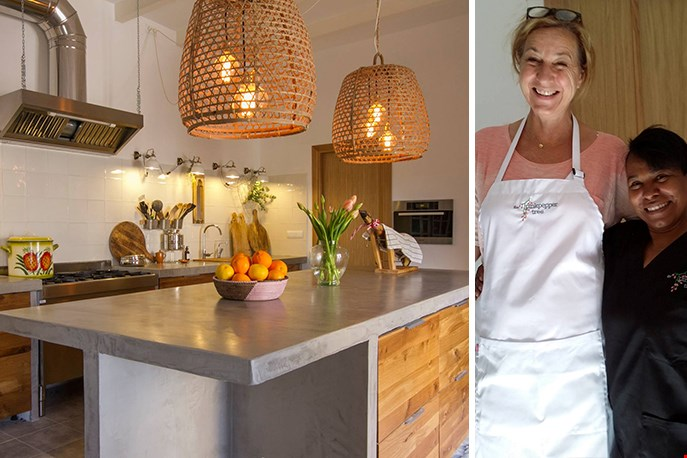 Jacqueline haar domein, de keuken. Hier samen met Marisol, hun steun en toeverlaat